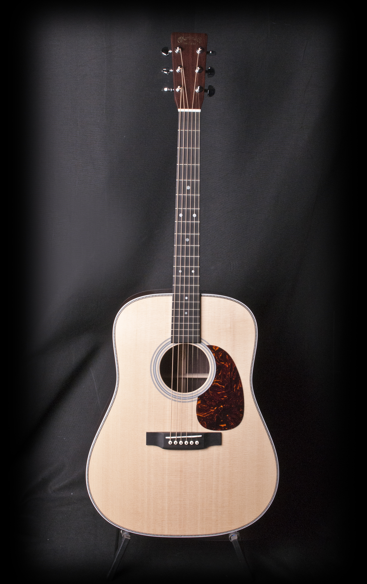 martin hd 28 acoustic guitar w case ebay. Black Bedroom Furniture Sets. Home Design Ideas
