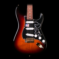 Fender Stevie Ray Vaughn Stratocaster 3 Tone Sunburst w/ Case